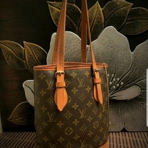 ouis Vuitton  Monogram Bucket PM Shoulder Bag